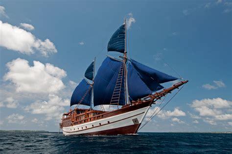 desain gambar kapal fakta pinisi kapal buatan suku bugis yang melegenda di