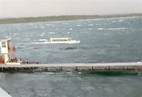sinking boat duck thirteen dead after duck boat sinks during storm on lake