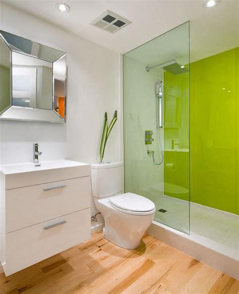 platten statt fliesen im bad glas statt fliesen im bad pflegeleicht und dekorativ
