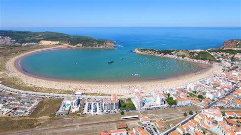 st martinho do porto portugal parque aqu 225 tico s 227 o martinho do porto insufl 225 vel e gaivotas