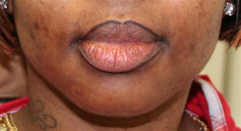 lip liner tattoo youtube tattoos and eyeliner tattoo design bild