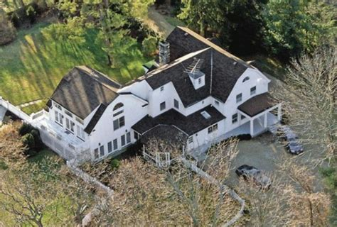 bill clinton home inside bill clinton s 1 7 million home in chappaqua new york