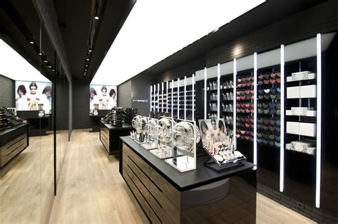 Make Up Shop mac cosmetics store liege work pinkeye designstudio pinkeyedesign