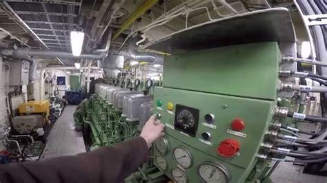 tugboat engine abc diesel engine startup tugboat 5300 horsepower youtube