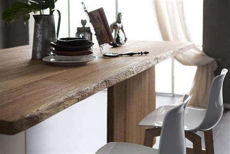 foto di tavoli mobili dai materiali naturali