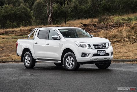 nissan navara 2017 black 2017 nissan navara st review video performancedrive