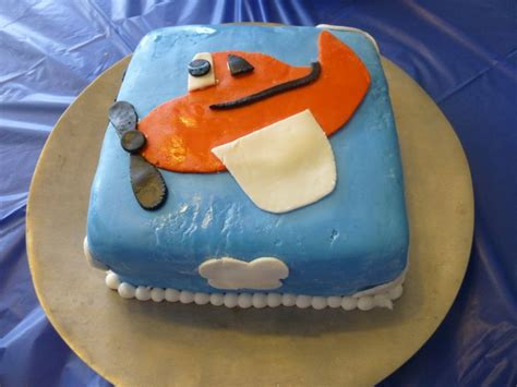 dusty crophopper cake dusty crophopper plane cake decorated cakes