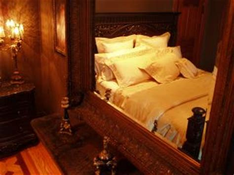 Romeo And Juliet Bedroom by Vacation Rental