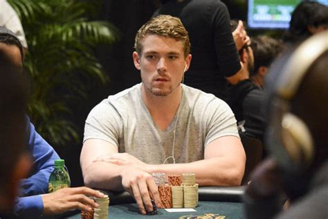 main event day  alex foxen bags  day  chip lead