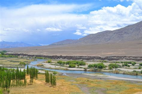 indus river wikipedia file indus river in ladakh jpg wikimedia commons