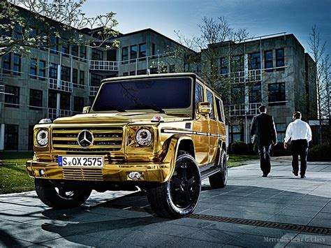 wrapped g wagon gold wrap g wagon okay that is pretty cool