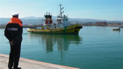 capitaneria di porto corigliano calabro esercitazione antinquinamento della guardia costiera nel