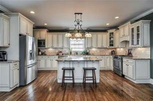 kitchen colors with cream cabinets cream colored cabinets kitchens pinterest