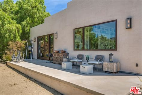 buy house in malibu chris hemsworth and elsa pataky but house in malibu celebrity trulia blog