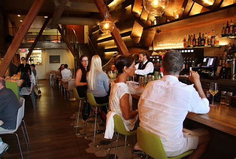 county bench kitchen bar spices up santa rosa