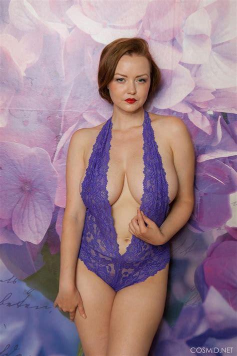 natasha dedov shows perfect tits