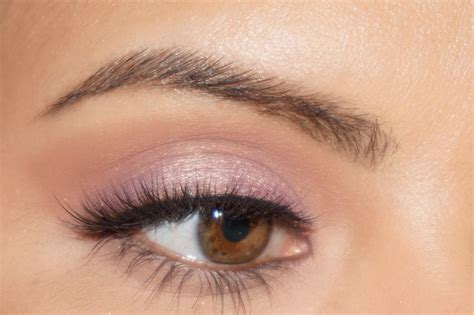 Eyeshadow Highlight 5 easy makeup tips to highlight hazel