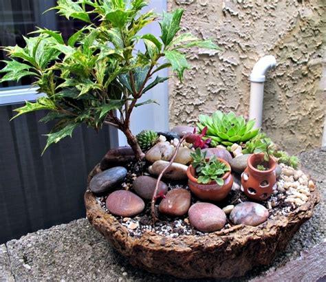 Bathroom Mosaic Ideas create miniature gardens in pots on the balcony