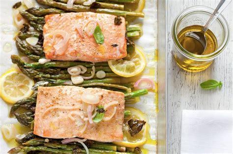 come si cucina il salmone al forno ricetta salmone al forno con asparagi cucchiaio d argento