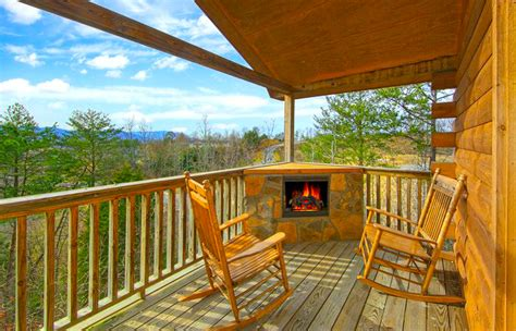 Great Smoky Mountain Log Cabin Rentals by How To Rent A Log Cabin In The Great Smoky Mountains