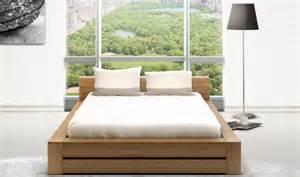 lit moderne en bois massif mzaol