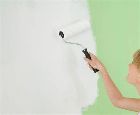 come tinteggiare un soffitto pitturare soffitto con rullo paint zoom a spruzzo per