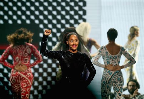 tracee ellis ross ama dance tracee ellis ross opens the ama s with an epic dance