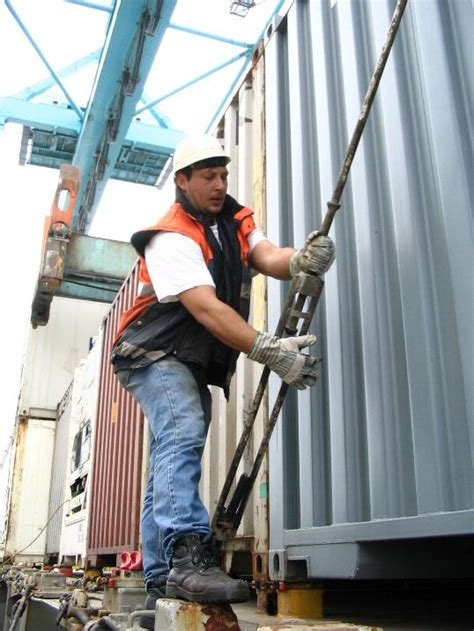 file dockworker lashing a container jpg