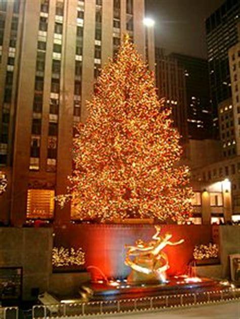 how many lights are on rockefeller christmas tree lights