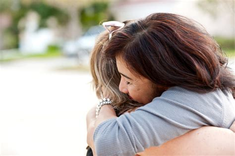how to comfort a sick person 5 ways to comfort a sick friend