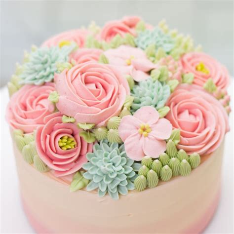 Flower Cake Decorations Ideas by 25 Best Ideas About Flower Cakes On Frosting