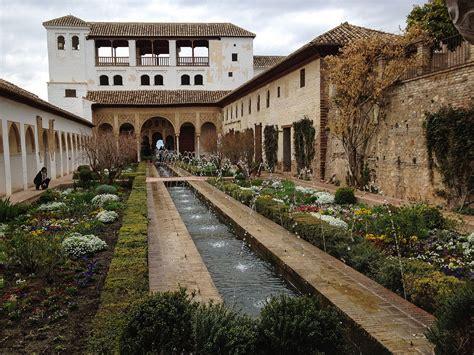 File:Generalife gardens in Alhambra, Granada (7068992009