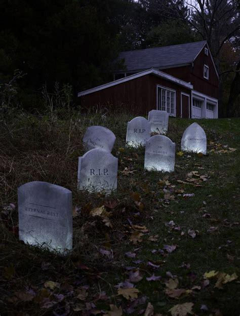 diy creepy halloween decorations creepy diy halloween decorations for a spooky halloween easyday