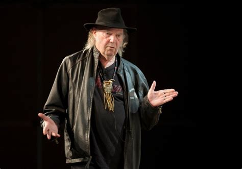 neil young american traveller neil young debuts new service ponomusic at sxsw cp24 com
