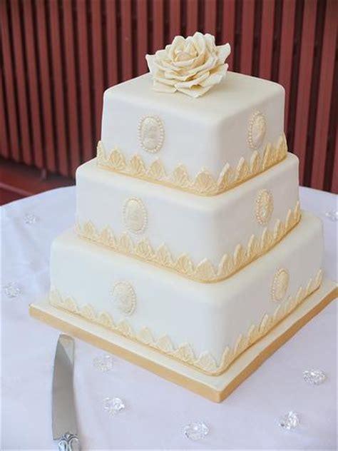 Hochzeitstorte Ivory by Wei 223 Elfenbein Hochzeit Gold Und Elfenbein Platz