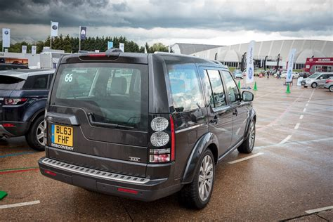 land rover discovery xxv smmt 2014 8