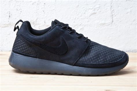 Pasaran Sepatu Nike Di Sport Station Harga Nike Roshe Run Black Sports Business News