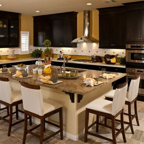 Decorating Ideas For Large Kitchen Island Big Kitchen Island It Decorating Ideas