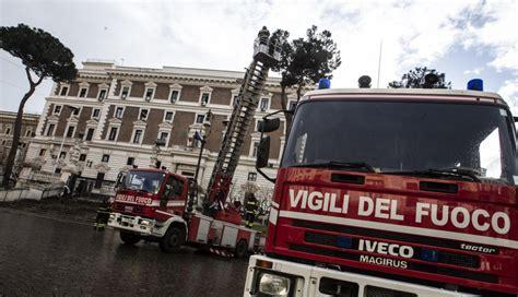ministero interno vigili fuoco viminale rischio caduta alberi vigili fuoco al lavoro