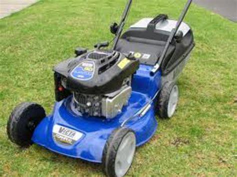 Landscaper Lawn Mower Landscaping Gardening Hire