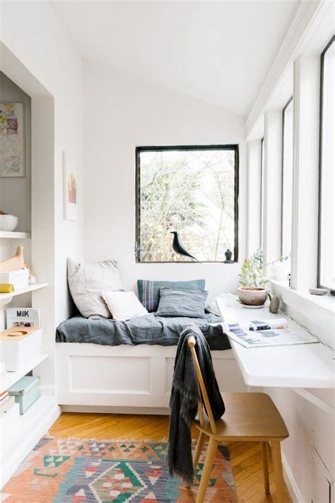 narrow bed best 25 narrow bedroom ideas on pinterest narrow