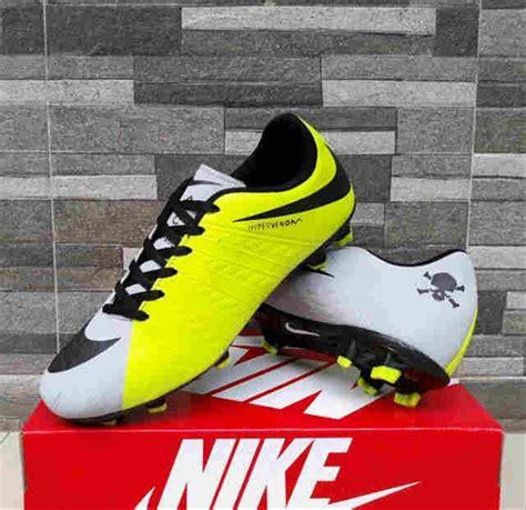 Harga Nike Futsal jual sepatu bola dan futsal merk nike dan adidas di lapak