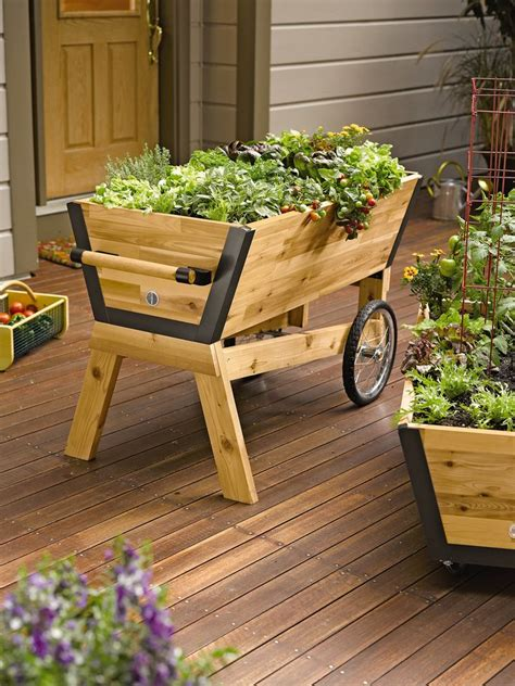 Raised Garden Planters by Best 25 Elevated Planter Box Ideas On Raised