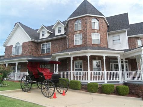 carriage house inn branson mo entry way to deluxe king picture of carriage house inn branson tripadvisor