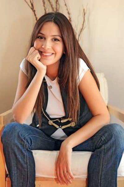 profil berguzar korel aktris turki pemain drama turki