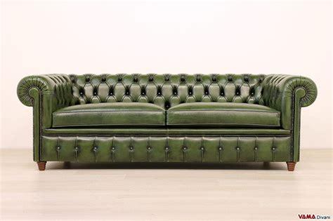 divani vintage pelle divano chesterfield vintage con chiodi e piedini alti