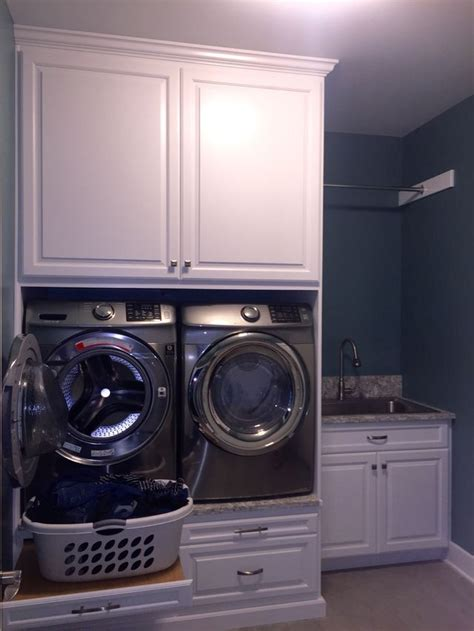 pedestal with built in backsplash 25 best ideas about laundry room pedestal on pinterest