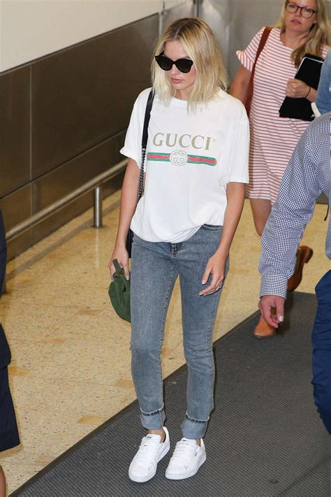 margot robbie in jeans margot robbie in jeans 20 gotceleb