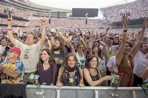 Crowd at grateful dead fare thee well show at soldier field on friday