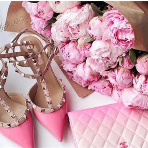 Sofa L Valentino Pug Shoes Sandals Pink Sandals Valentino Rockstud